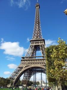 Le théâtre Adyar près de la Tour Eiffel (et des hordes de touristes)